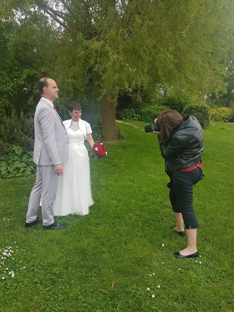 la photographe en mariage et la session couple des mariés