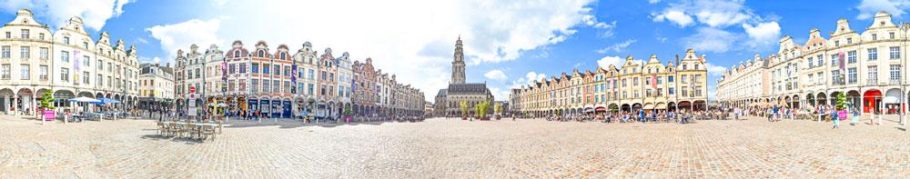 panorama de la place des héros et du beffroi d'Arras