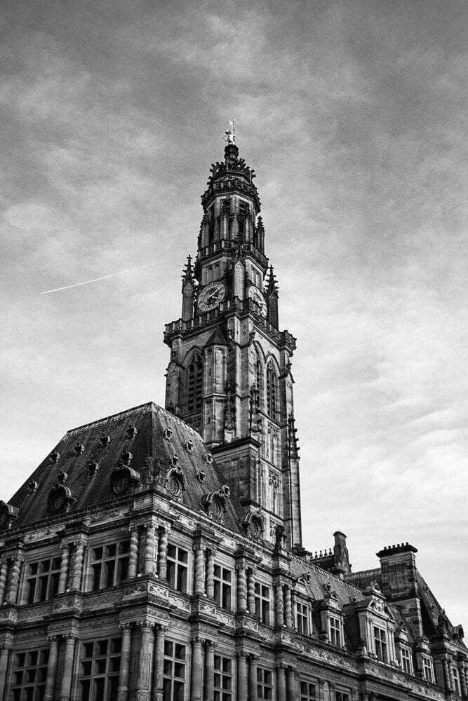 vue du beffroi d'Arras depuis la place de Vacquerie