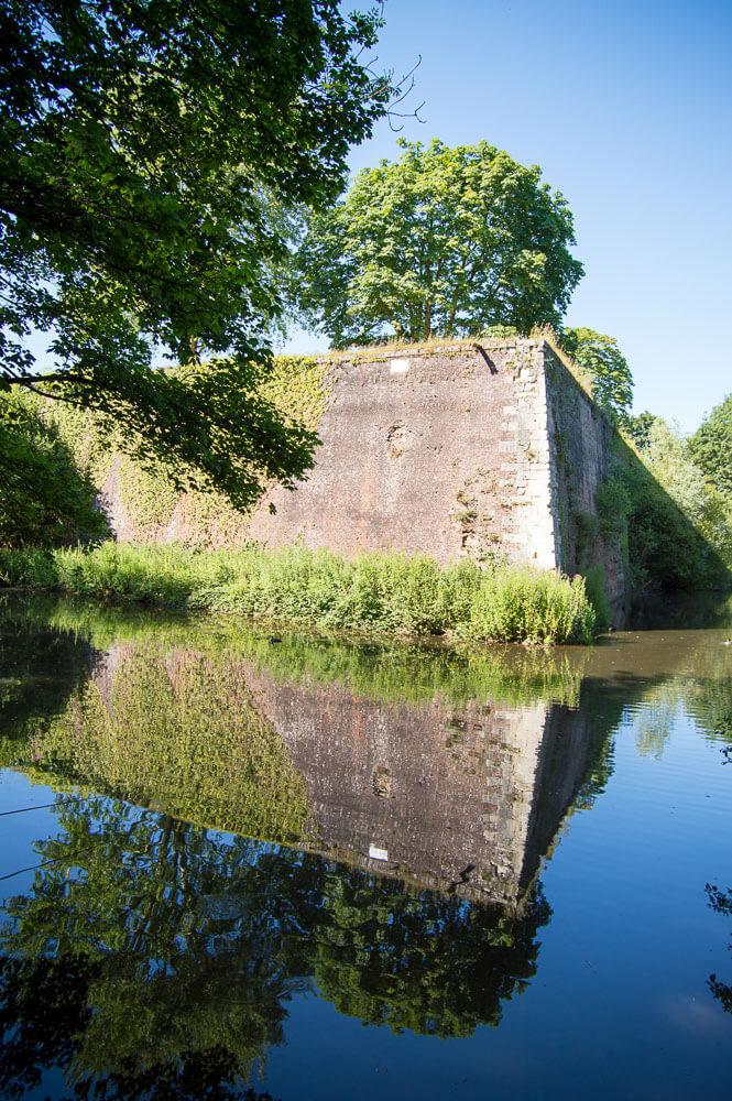 Vue d'une partie des remparts de la citadelle d'Arras