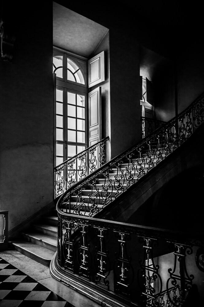 dans les escaliers de Versailles