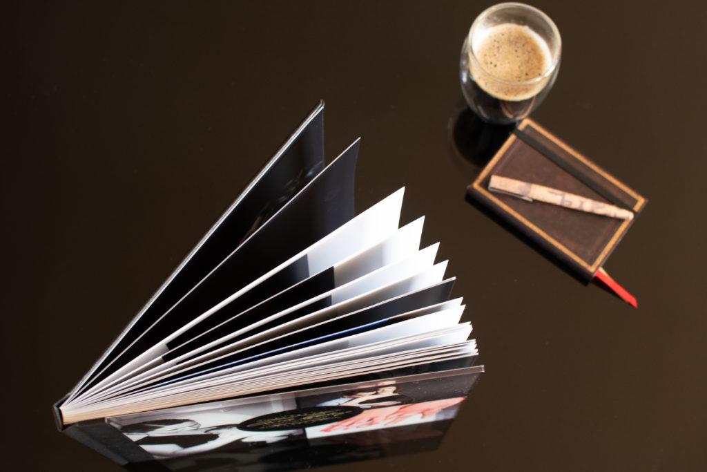 vue du dessus du livre luxe