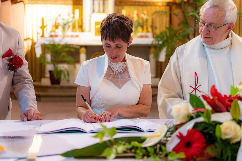 La signature du registre à l'église