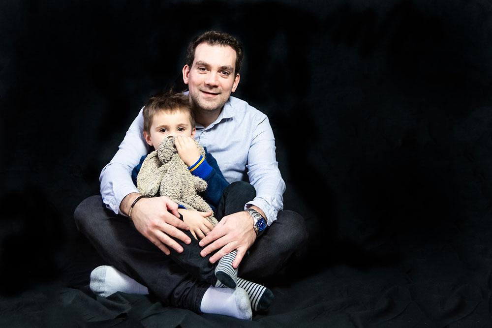moment tendresse entre un père et son fils