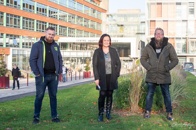 les gérants des entreprises devant l'hôpital d'Arras